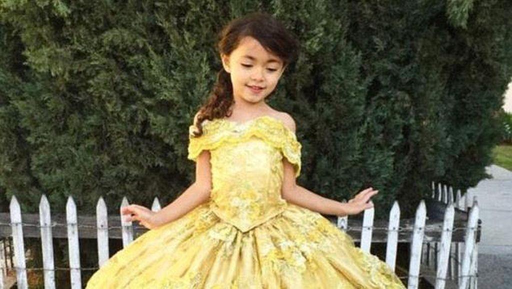 Setiap ke Disneyland, Ayah Kreatif Ini Buatkan Kostum Keren untuk Anaknya