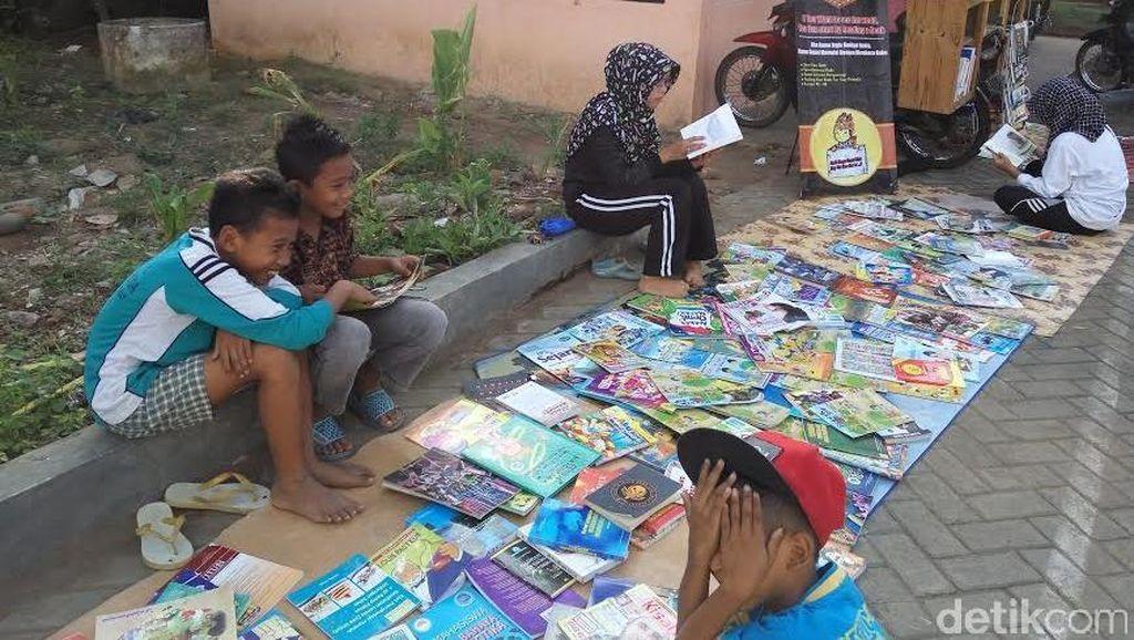 Perpustakaan Keliling Rumah Baca Pondoknongko yang Jangkau Anak-anak Banyuwangi