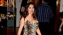 Di Usia 50, Si Seksi Salma Hayek Tampil Topless di Instagram