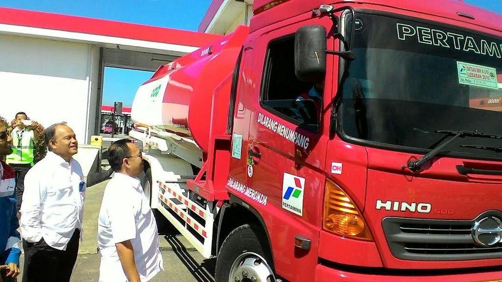 Cek Pasokan BBM, Sudirman Said Ajak Ngobrol Sopir Truk Tangki Pertamina