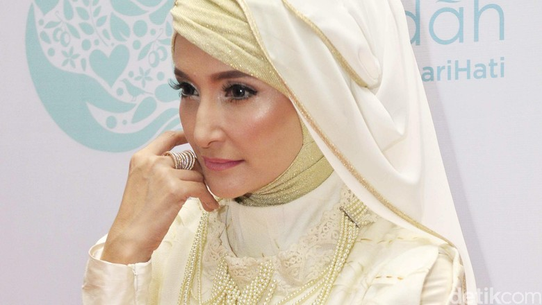 Suami Jadi Buronan KPK, di Mana Inneke Koesherawati?