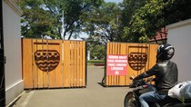 Ridwan Kamil Pasang Poster Tolak Parsel di Gerbang Rumah Dinas