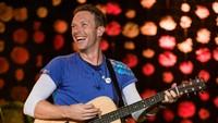 Chris Martin Nyanyikan Lagu George Michael di Depan Anak Jalanan