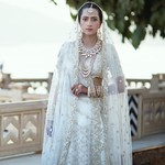 Wanita Ini Bordir Kisah Percintaannya Jadi Gaun Pengantin