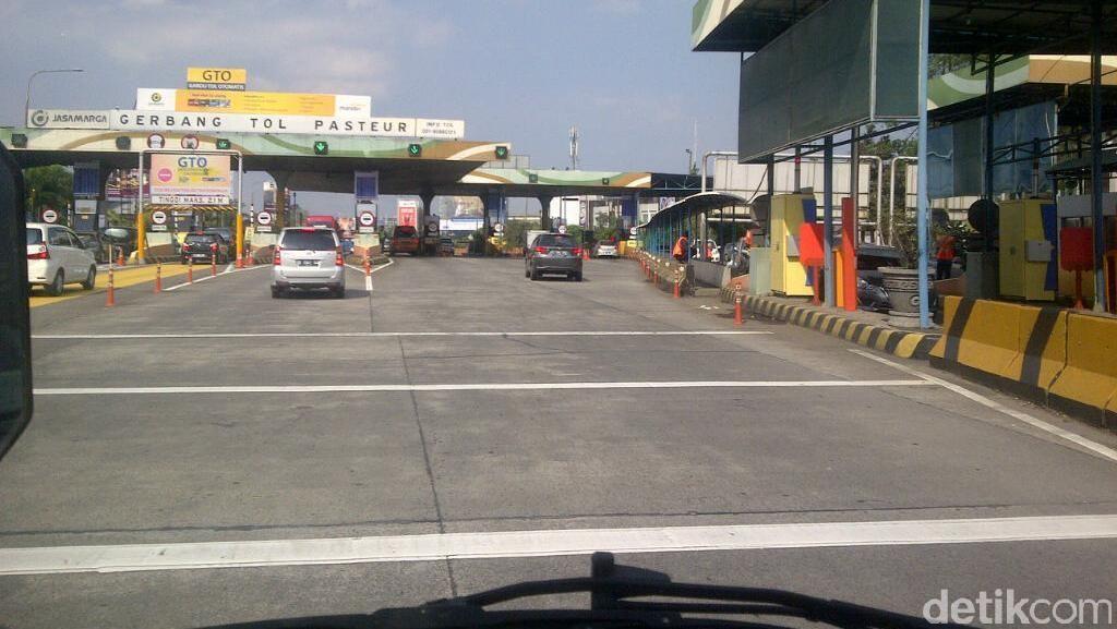 Petugas akan Hentikan Kendaraan yang Overload di Tol Purbaleunyi