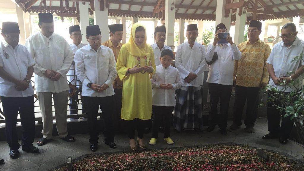 Safari Ramadan ke Jombang, Novanto Ziarah Ke Makam Gus Dur