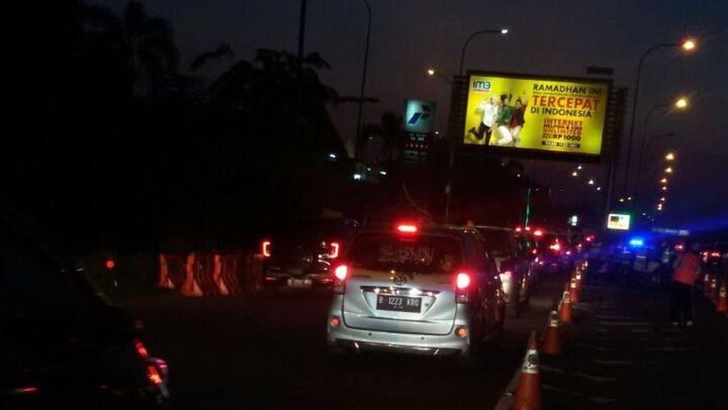 Lalin Padat, Rest Ares KM 39 Tol Jakarta-Cikampek Buka Tutup