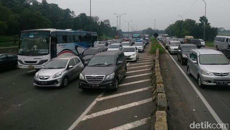 Jelang Long Weekend Tol Bekasi-Jakarta Lancar, Arah Sebaliknya Padat