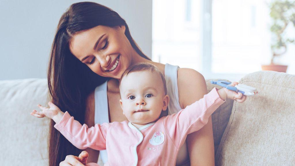 Saran Bagi Ibu Agar Nyaman Gendong Anak Saat Harus Berkendara