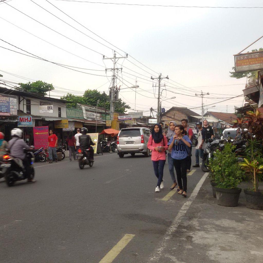 PT KAI DAOP 6 Yogya akan Tertibkan Kios di Jalan Pasar Kembang