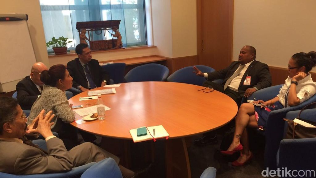 Terinspirasi Menteri Susi, Republik Palau Juga Bakar Kapal Illegal Fishing