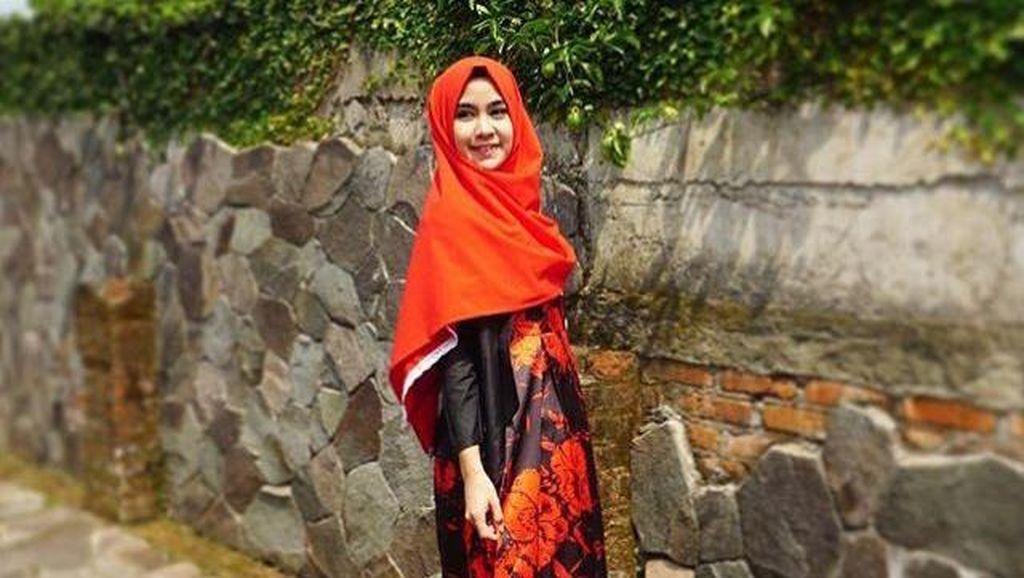 Foto: Cantiknya Anisa Eks Cherrybelle Tampil dengan Hijab yang Simpel