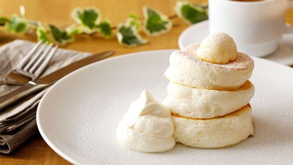 Kafe Ini Punya Sajian Pancake Lembut Ringan dengan Tebal 3 cm!