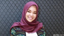 Dewi Sandra Cerita Soal Ustad yang Bikin Dia Mantab Berhijab