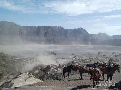 Begini Asal Muasal Populernya Nama Pasir Berbisik di Bromo