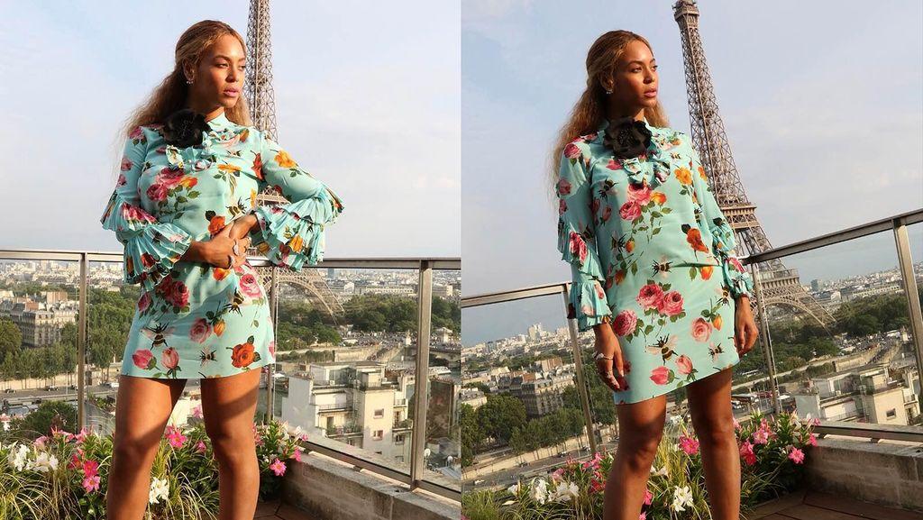 Gaya Kompak Beyonce & Putrinya Bergaun Gucci di Paris