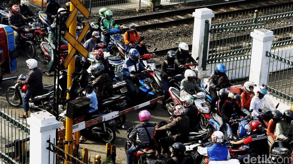 Murah dan Efisien, Masyarakat Masih Butuh Sepeda Motor