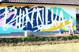 Di tengah konflik perang yaman duo street artist serukan for Mural kalijodo