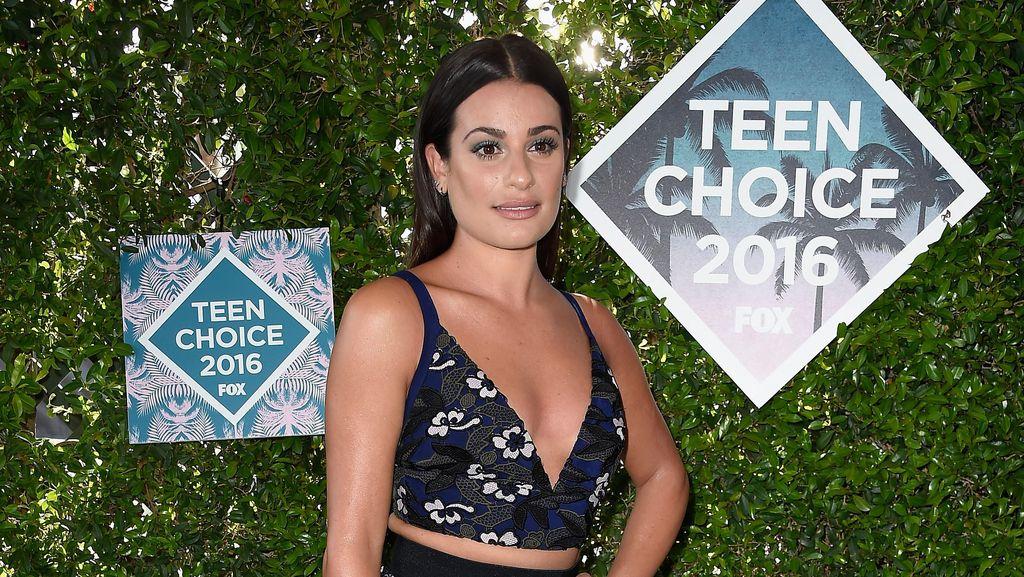 Selebriti Tampil Playful dan Stylish di Teen Choice Awards 2016