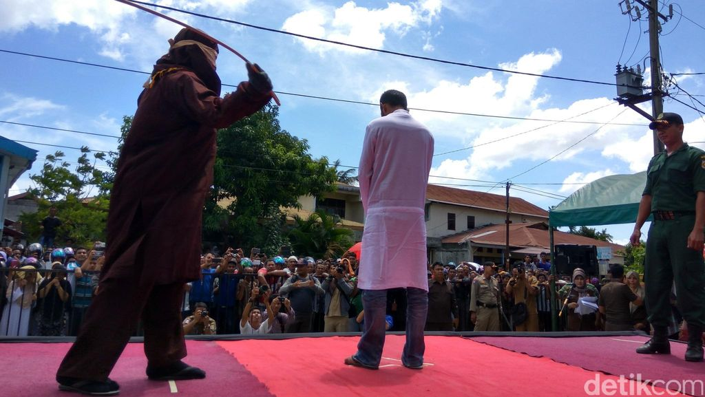 Usia Sepuh, Mbah Sarman Lolos dari Hukuman 80 Kali Cambukan