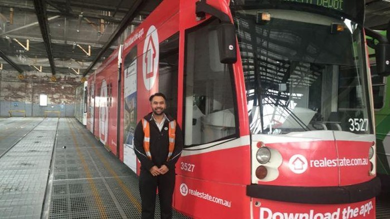 Bapak-Anak Asal Indonesia Jadi Supir Tram di Melbourne