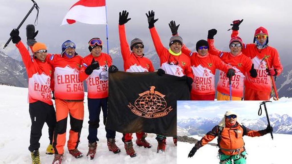 Cerita Anggota DPR Kibarkan Merah Putih di Puncak Elbrus