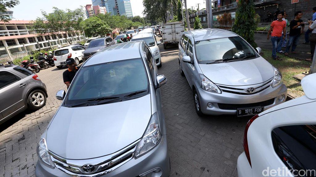 YLKI Setuju Tarif Diatur karena Kadang Taksi Online Lebih Mahal