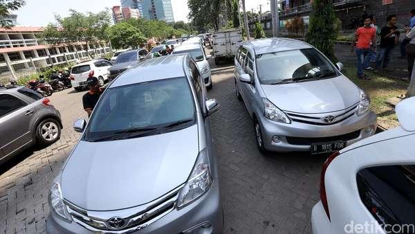 Tarif Taksi Online Diatur, Menhub: Angkutan Lama Tidak Boleh Mati