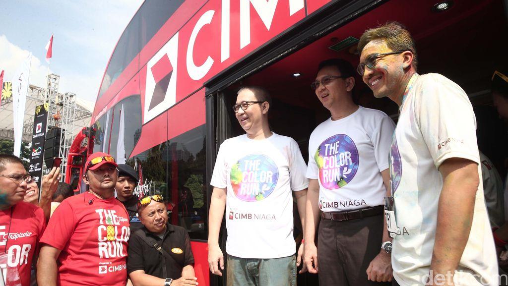 CIMB Niaga Sumbang Bus Tingkat ke Pemprov DKI