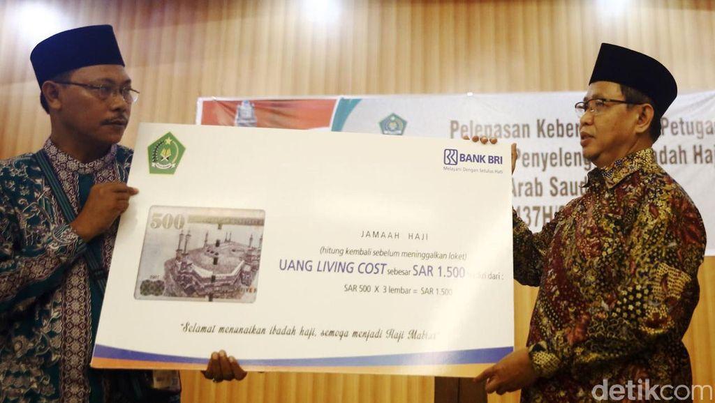 BRI Serahkan Living Cost Jamaah Haji Indonesia
