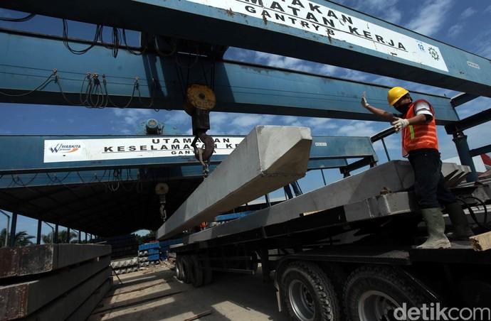Melihat Pembuatan Beton untuk Proyek LRT Palembang