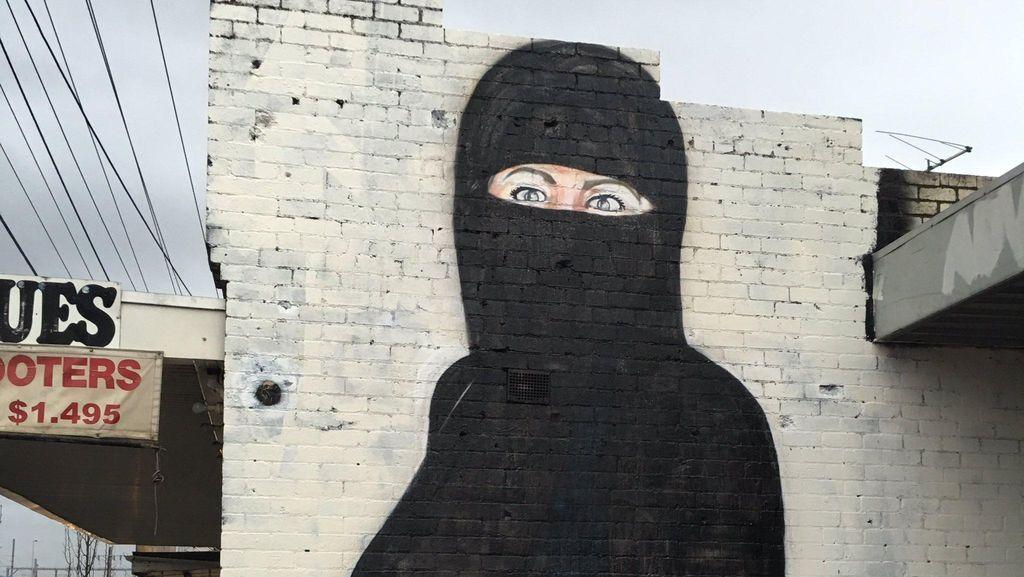 Lushsux Bicara tentang Mural Kontroversial Donald Trump hingga Hillary Clinton
