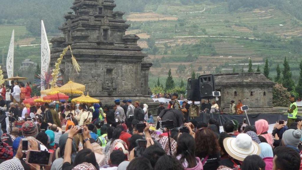Ribuan Wisatawan Ramaikan Dieng Culture Festival 2016