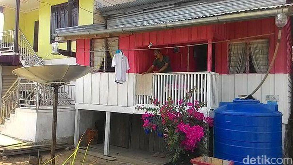 Rumah Unik di Perbatasan Kalimantan: Ruang Tamu di Indonesia, Dapur di Malaysia