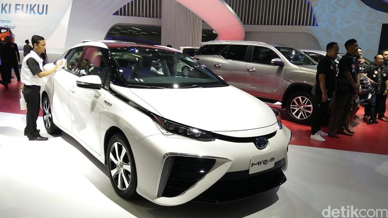 Toyota Menarik Seluruh Mobil Mirai dari Jalanan