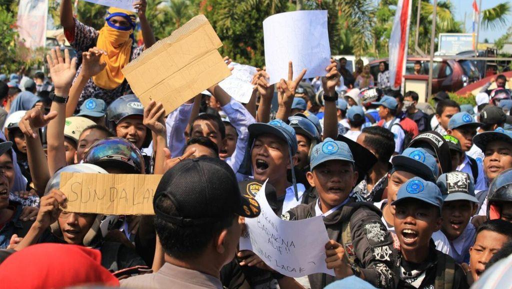 Guru Dasrul: Disiplinkan Siswa, Balik Ditonjok, Cari Keadilan ke MK