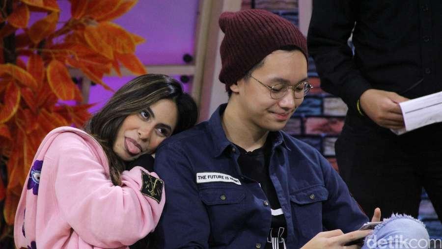 Love is in the Air! Mesranya Valerie Thomas dan Brandon Salim