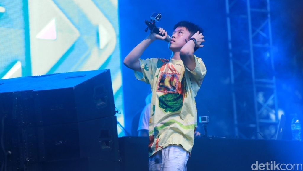 Rich Chigga Beri Pharrell Williams Batu Akik