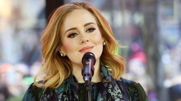 Buka Grammy 2017, Adele Langsung Sabet 2 Piala