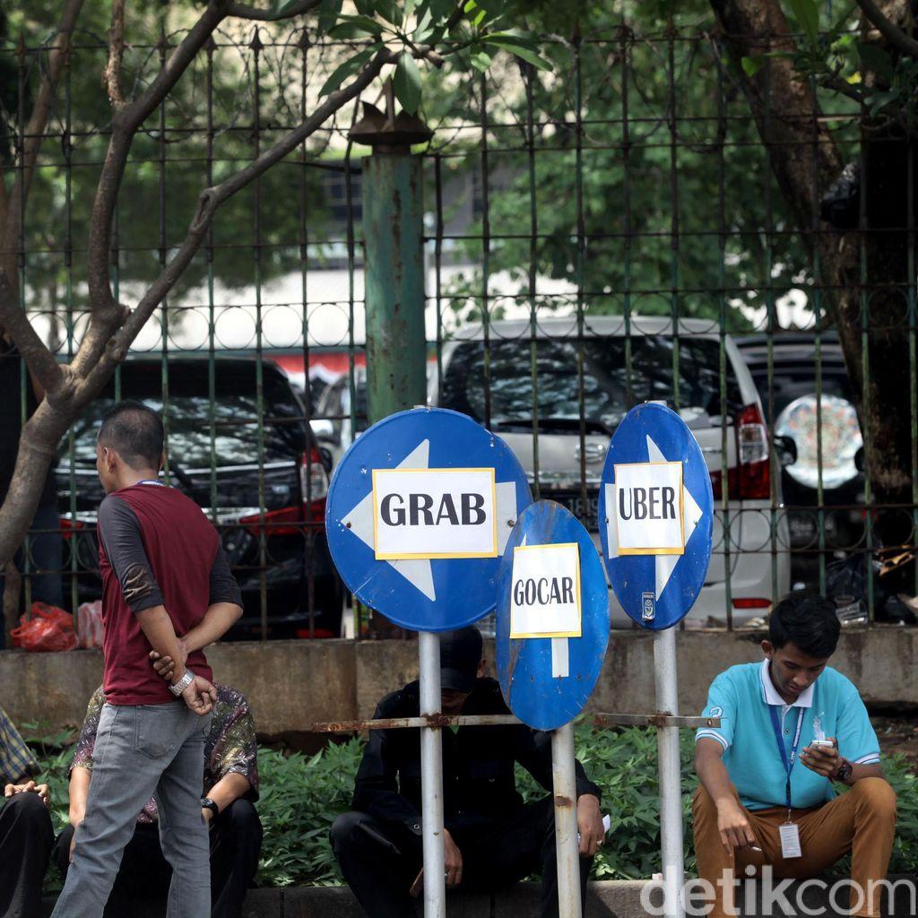 Tarif dan Kuota Taksi Online Diatur di PM 32/2016, Setuju?