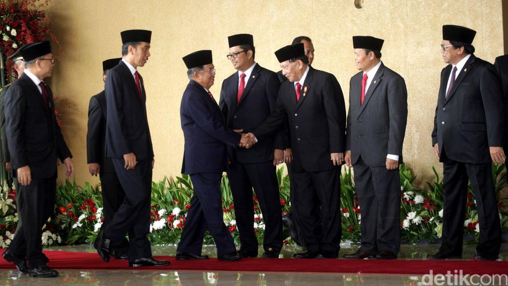 Begini Cara Jokowi Membangun Jembatan Udara