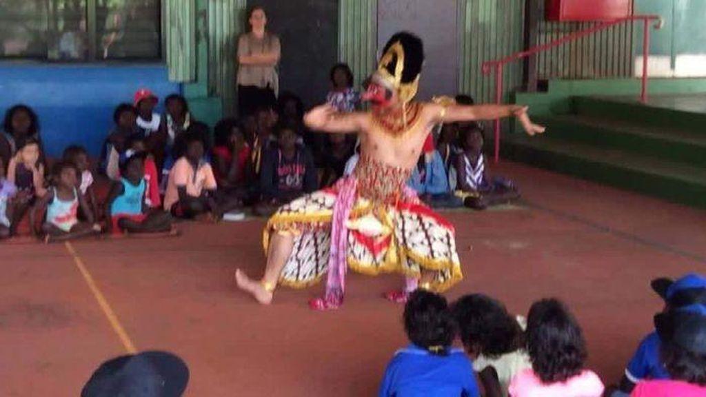 Tiga Penari Indonesia Sebarkan Tari dan Musik Nusantara ke Warga Aborigin