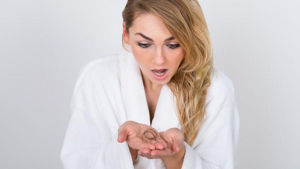 Hati-Hati! 5 Kebiasaan Sehari-hari yang Bisa Buat Rambut Rontok dan Tipis