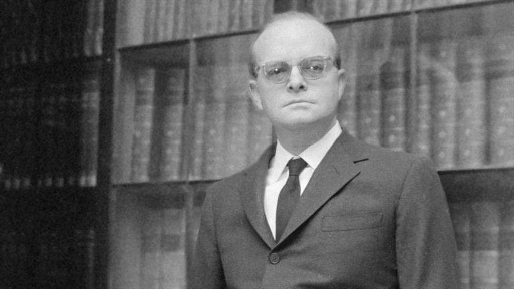 Aneh! Abu Jenazah Novelis Truman Capote Dilelang