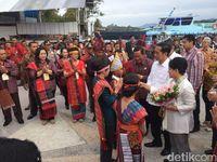 Jokowi saat di Karnaval Kemerdekaan Pesona Danau Toba