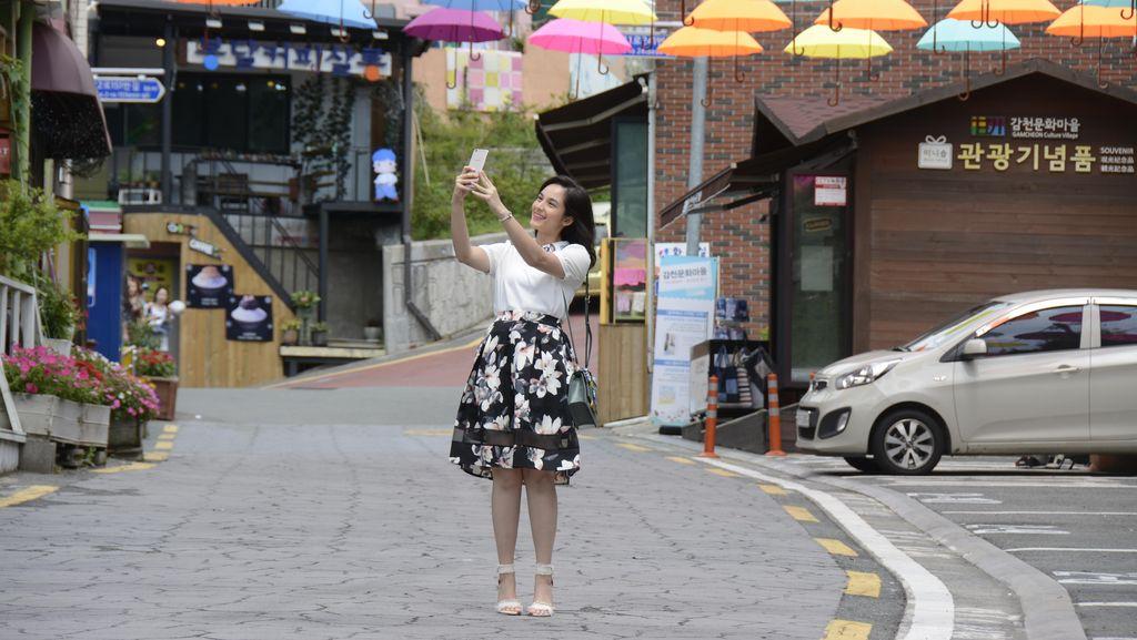 Chelsea Islan: Mamaku Ratu Selfie