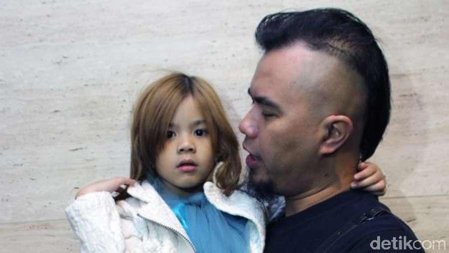 Daddys Little Girl! Shafeea Manja dengan Ahmad Dhani