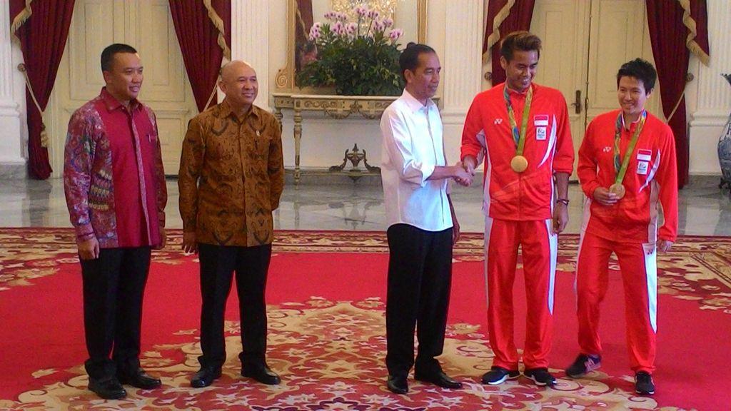 Presiden Jokowi Sambut Kedatangan Owi/Butet Dkk