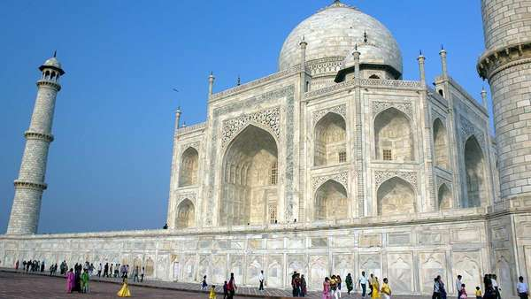 Bikin Kotor, Mobil BBM Dilarang Melintasi Kawasan Taj Mahal