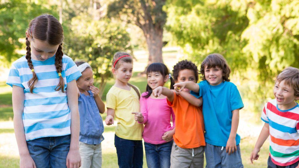 Saat Anak Di-bully dan Dikasari, Apa Tindakan Terbaik Orang Tua?